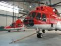 Vrtuľníky v novom hangári. ATE Poprad. Január 2006. Autor Pavol Svetoň