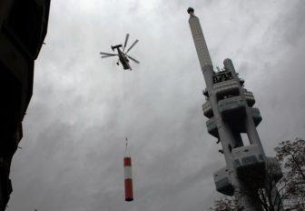 Akcia Kamov Ka-32: V Prahe začína výmena antény vysielača na televíznej veži