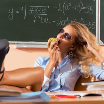 Škola: sexi učiteľka ťa naučí