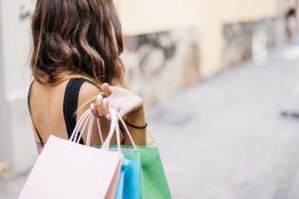 Chcete pri nákupe oblečenia ušetriť? Poradíme vám, ako na to