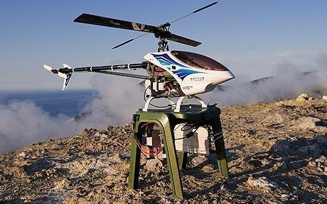 Diaľkovo ovládaná RC helikoptéra slúžiaca na monitoring sopiek