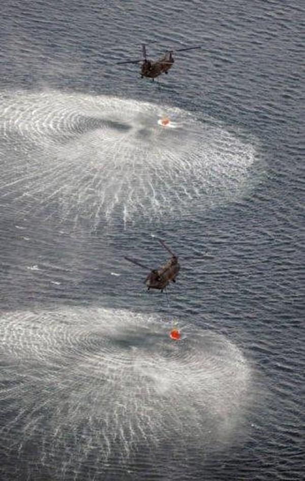 Japonsko: Vrtuľníky Chinook CH-47 hasia jadrový reaktor