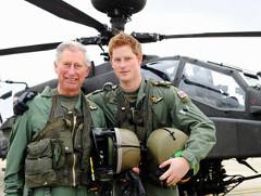 Princ Harry získal oprávnenie na pilotovanie vrtuľníka Apache