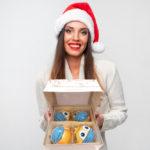 Vianočná ozdoba 2020? Hitom Vianoc sú sklenené gule s rúškami!