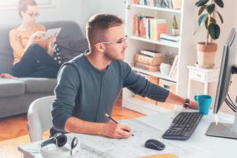 Výkonní pri práci z domu budete, ak sa vyhnete neporiadku, chaosu a zhonu